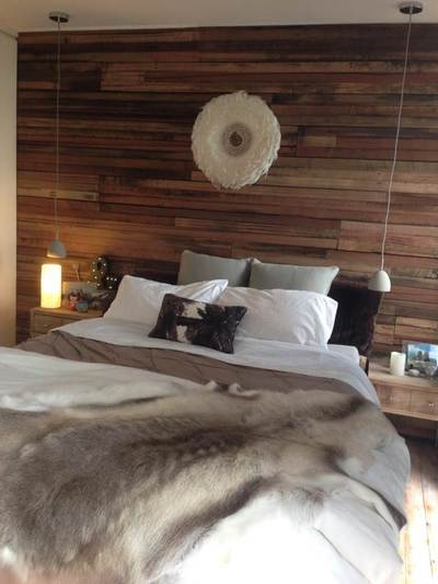 Timber feature walls in a bedroom - Artisan Three board panels by Northern Rivers Recycled Timber