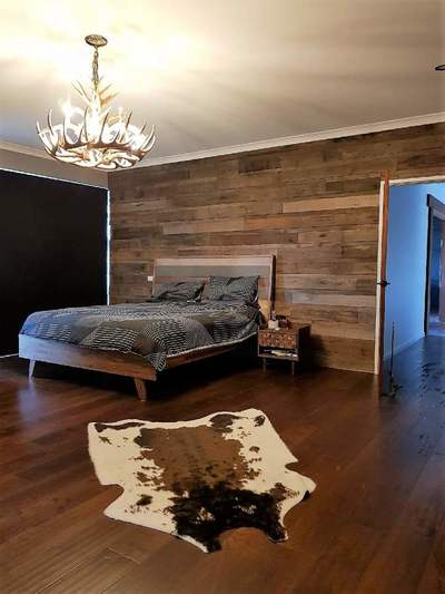 Timber feature walls in a bedroom - Brushed Pipeline panels by Northern Rivers Recycled Timber