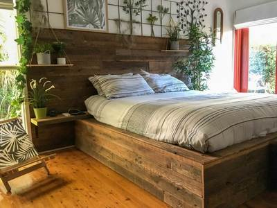 Reclaimed recycled timber feature walls in bedrooms (36)