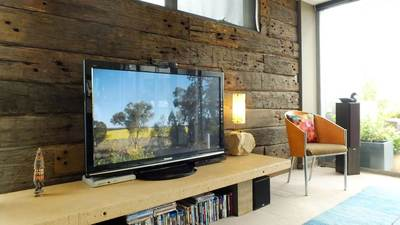 Timber feature wall in living room by Northern Rivers Recycled Timber